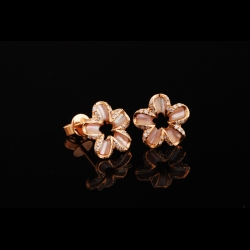 Flower MOP 18K Diamond Earrings