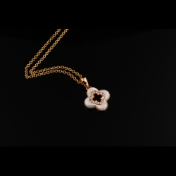 Flower MOP 18K Diamond Pendant